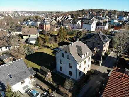 Schönes 3-Familienhaus in ruhiger Lage und mit herrlichem Blick & Garten in Reichenbach