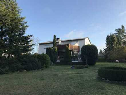 NIKOLAUSBERG: Ansprechendes 1-2 Familienhaus mit herrlichem Grundstück