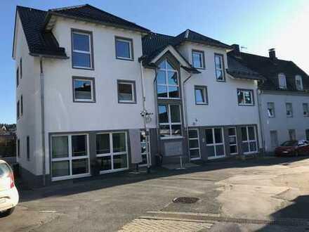 Schöne neuwertige Wohnung mit drei Zimmern und Balkon in Ennepetal