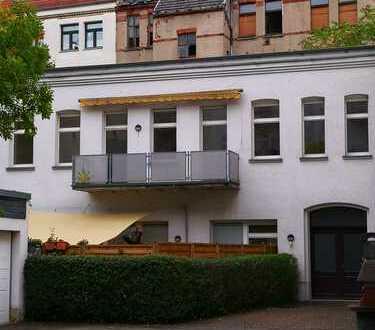 **Ruhiges Hinterhaus in Gohlis-Süd - großer Balkon mit Sonnenschutz - Parkett**