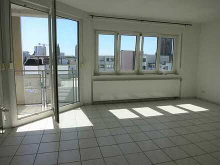 Mitten im Zentrum von Ludwigshafen... 2 Zimmer Wohnung mit Balkon