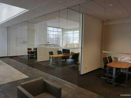 Top-Verkaufshalle mit Büros in 1a Lage zu vermieten. Neuwertiger Zustand.