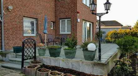 Saniertes 8-Zimmer-Einfamilienhaus mit Einbauküche in Rondorf, Köln