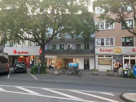 Ladenlokal, Supermarkt, Gastrolokal mit Parkplätzen vor dem Objekt
