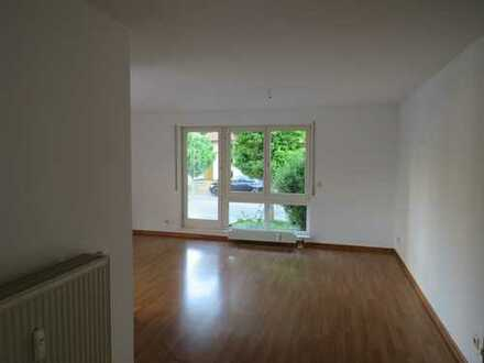 Schöne 2-Zimmer-EG-Wohnung mit Freisitz und EBK in Neckartailfingen