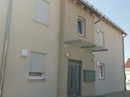 Stilvolle, neuwertige 3-Zimmer-Dachgeschosswohnung mit Balkon, EBK, Lift, Garage und Stellplatz
