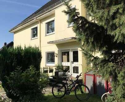 Große Wohnung über 2 Etagen (Ober- u. Dachgeschoß) mit gr. Terrasse im ruhigen 2.-Fam.-Haus