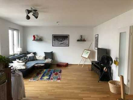 Stilvolle, neuwertige 4-Zimmer-Wohnung mit Balkon in Nürnberg