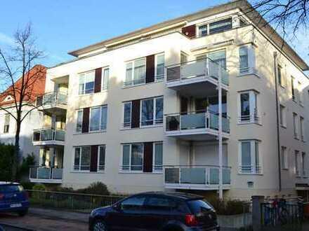 Hochwertige 3 Zimmer Wohnung mit Balkon, Fahrstuhl, TG Platz in top Lage von Schwachhausen!