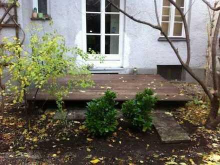 Altbauperle, ungewöhnlich gut geschnittene 2,5-Zi-Hochparterre-Whg mit großer Terrasse in Haidhausen