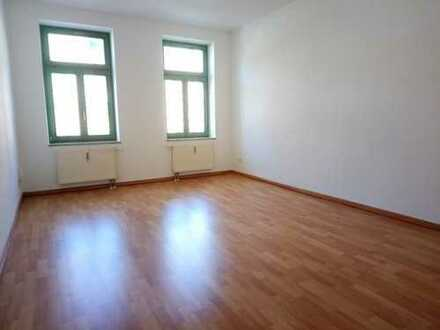 !! 4-Raum-Wohnung mit Parkett, 2 Bädern und Balkon in saniertem Mehrfamilienhaus !!