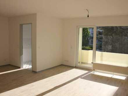 schöne, helle, vollständig renovierte 2-R.-Wohnung mit Balkon, Stellplatz-Dessau-Ziebigk