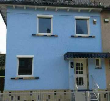 Schöne, sanierte und modernisierte Doppelhaushälfte mit fünf Zimmern im Heilbronner Süden