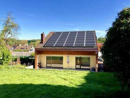 Großzügiges Wohnen mit Terrasse und Garten - 8 Zi. auf 3 Ebene in Ohmden