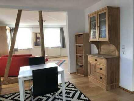 Möblierte, stilvolle 2,5-Zimmer-EG-Wohnung mit Terrasse und Einbauküche in Grafenau