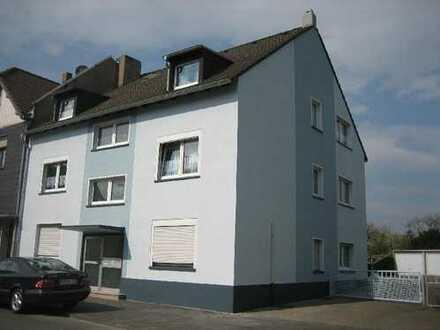 Gepflegtes 3-Familienhaus mit 4 Garagen oder Bauland für ein freist. Einfamilienhaus in Duisburg