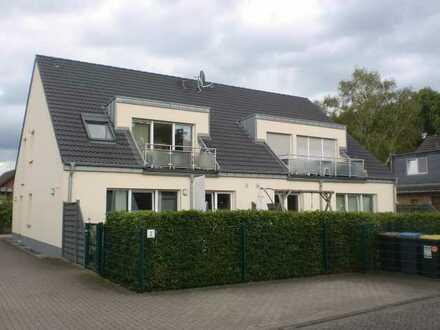 Provisionsfrei! Neuwertige helle 3-Zimmer-DG-Wohnung mit Balkon in Köln-Seeberg