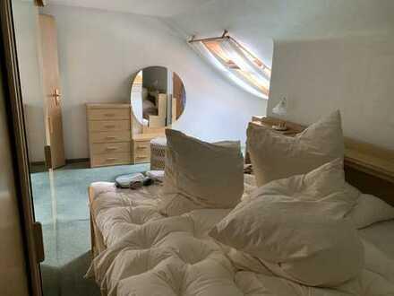 Exklusive 2-Zimmer-DG-Wohnung mit EBK in Ludwigsburg