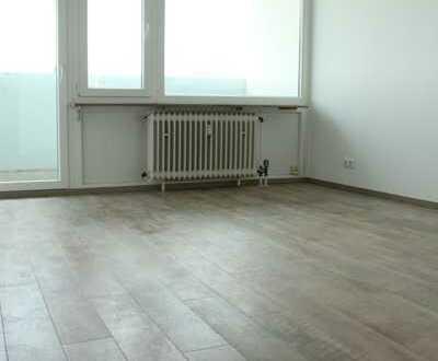 Vollständig renovierte 3-Zimmer-Wohnung mit Balkon und Einbauküche in Erlangen