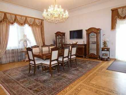 Repräsentative Wohnetage in stilvoller Villa