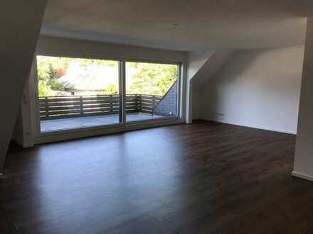 top renovierte 3-Zimmer-Wohnung mit Balkon über 2 Etagen