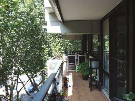 Sehr schöne barrierefreie Eigentumswohnung mit zwei großen Balkonen sowie 2 Tiefgaragenstellplätze