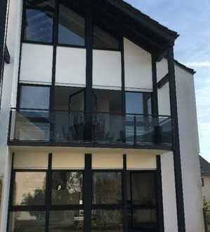 Extravagante Doppelhaushälfte mit Garten und Balkon ab sofort