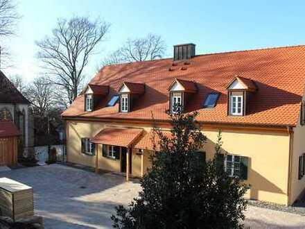 Wohnen in besonderer Atmosphäre – Großzügige Neubau-Doppelhaushälfte mit Blick auf das Schloss