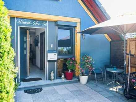 möbilierte, gepflegte 3,5-Zimmer-DG-Wohnung mit Terrasse und Einbauküche in Herrieden OT Elbersroth