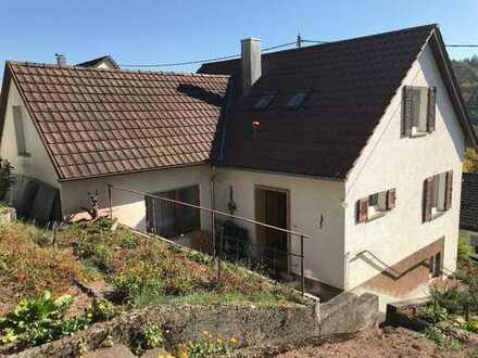 Schönes Einfamilienhaus lichtdurchflutet mit sieben Zimmern in Esslingen (Kreis), Aichtal-Neuenhaus