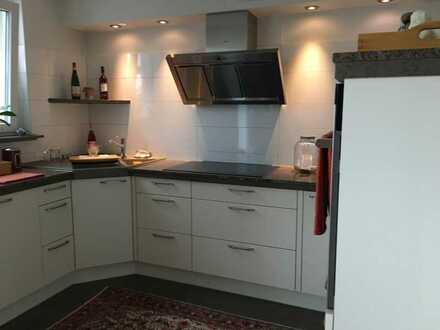 Stilvolle, neuwertige 4-Zimmer-Wohnung mit Balkon und Einbauküche in 3. Familien-Haus Metzingen