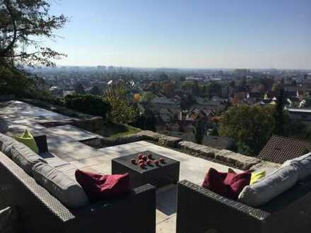 Luxuriöses Hang-Anwesen mit Panoramablick