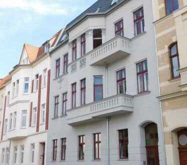Attraktive sanierte 4-Zimmer-Wohnung mit Balkon, Wintergarten und Einbauküche, 06846 Dessau