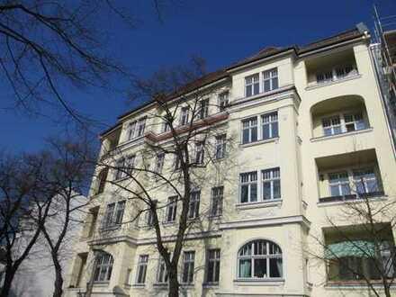 Modernisierte 2 Zimmer Wohnung im 2.OG VH im Altbau mit Südloggia