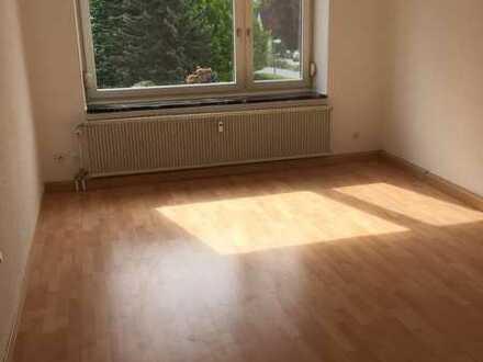 Sanierte 1-Zimmer-Wohnung mit Balkon und EBK in Weiden