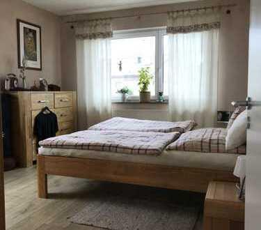 Schöne, helle 3-Zimmer-Wohnung im Grünen, mit EBK, in Backnang-Süd.