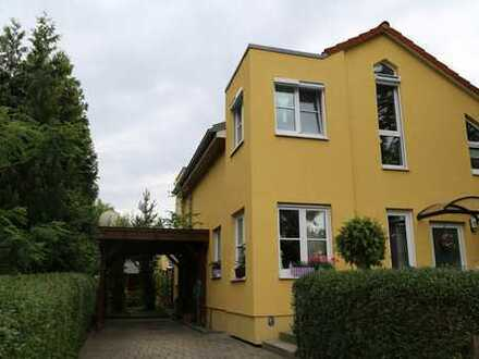 Neuwertiges Haus (DHH), S-Bahn nah, bis Stadtmitte 30 Min., Garten, Carport, Keller, sonnig, ruhig