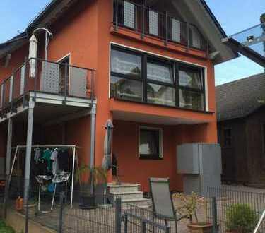 Ein neuwertiges Einfamilienhaus mit großer Einliegerwohnung + zweitem kleinem Wohnhaus
