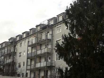 Gepflegte 4-Zimmer-Wohnung mit Balkon und EBK in Schwabing-West, München