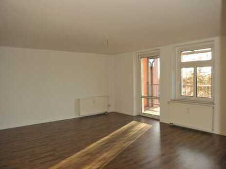 Traumhafte Maisonettewohnung mit Balkon und Küche!