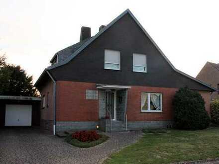 Schönes Haus mit neun Zimmern in Mönchengladbach, Wickrath-West