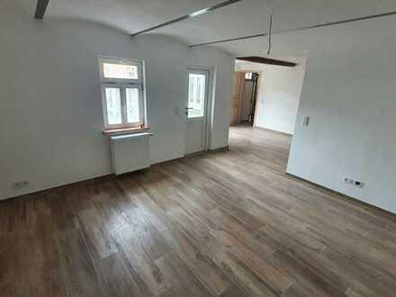 Erstbezug nach Sanierung: schöne 5-Zimmer-Maisonette-Wohnung mit Hof in Groß-Bieberau