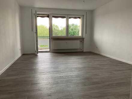 Vollständig renovierte Wohnung mit vier Zimmern (83qm2) sowie Balkon und Einbauküche in Rain