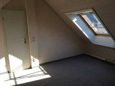 Preiswerte 5-Zimmer-Wohnung mit Balkon und EBK in Chemnitz