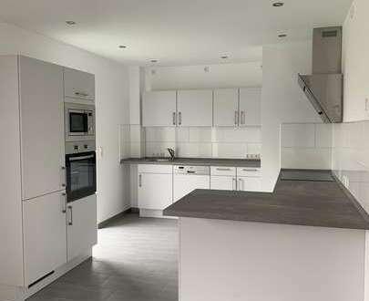 Erstbezug - Exklusives Reihenhaus über 3 Etagen mit Komfortaustattung und Einbauküche inklusive !