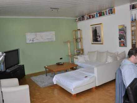 Helle, lichtdurchflutete, geräumige Etagenwohnung mit Wintergarten, Echtholz-Parkett und 2 Bädern