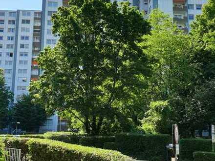 Porz, großzügige 3 Zimmer Wohnung, neuwertiges Wannenbad + Duschbad, große West-Loggia