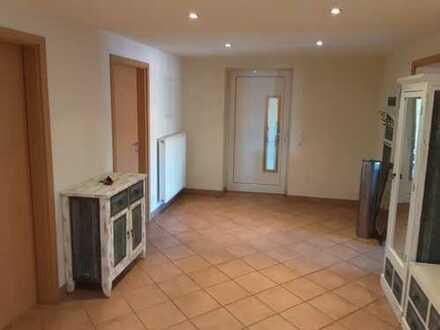 Helle, geräumige und gepflegte 5-Zimmer-Wohnung mit EBK in Cham (Oberpfalz)