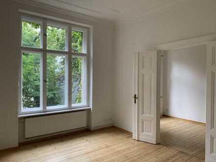 4-Zimmer-Wohnung in bester Lage in Charlottenburg. Hohe Räume, Stuck und wunderschöne Dielenböden