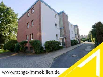Oststeinbek: Zentrumsnahe Wohnung mit Balkon und zwei Stellplätzen!